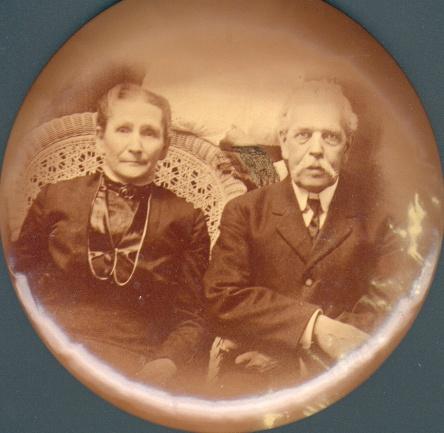 Martel J-B, phcien, et Mathilde Chartre