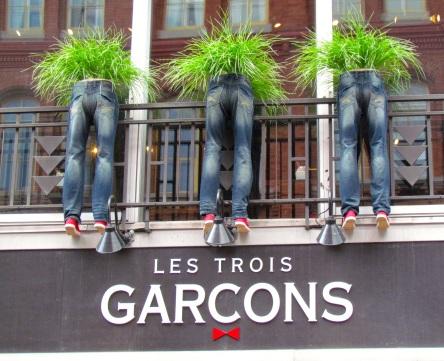 Québec, rue St-Jean 2014-06-08 Les 3 garçons