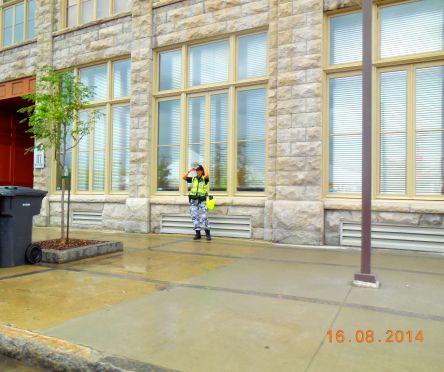 policière de Qc sans son uniforme 2014-08-16