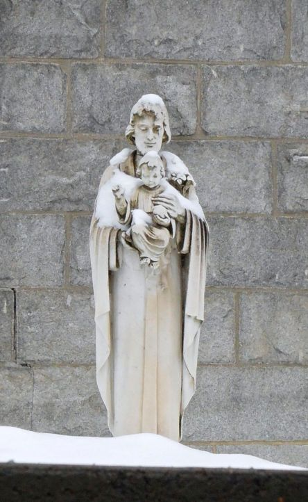 a Levis Hotel-Dieu Statue 01-01-2016_4