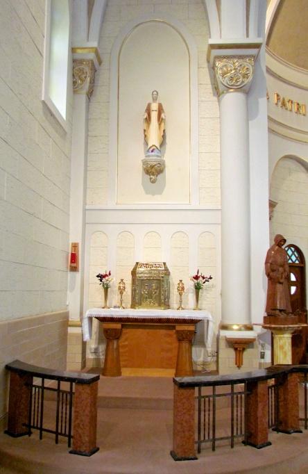 chapelle_Soeurs-Charite-St-Louis_SCSL_statues_Elisabeth_Levis_17-07-2016_b