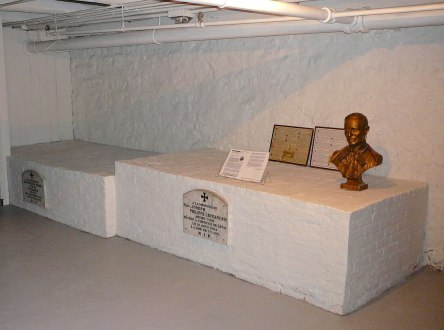 crypte lefrancois-joseph-phlippe cure et al eglise-notre-dame levis 2007-06-30g - Version 2