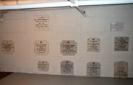 crypte varia eglise-notre-dame levis 2007-06-30rt