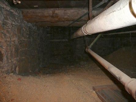 crypte varia eglise-notre-dame levis 2008-11-20 (26)