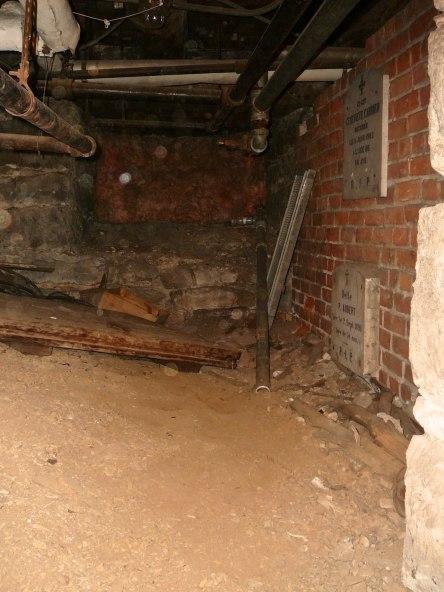 crypte varia eglise-notre-dame levis 2008-11-20 (34)