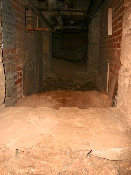 crypte varia eglise-notre-dame levis 2008-11-20 (39)