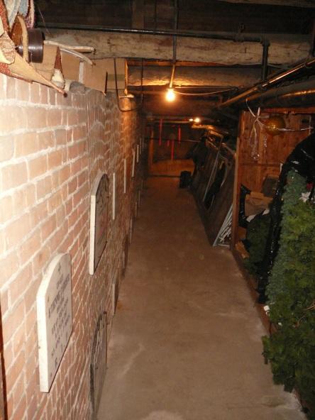 crypte varia eglise-notre-dame levis 2008-11-20 (45)